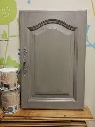 peindre les meubles de cuisine repeindre meuble cuisine bois vernis ides