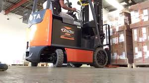 how to operate a counterbalance lift truck youtube