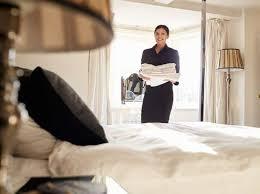 la femme de chambre 9 erreurs que les gens font avant de quitter leur chambre d hôtel