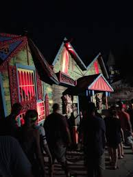 how scary are the houses at halloween horror nights