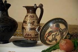 vasi etruschi reperti archeologici come oggetti decorativi