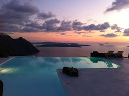 the best luxury hotels in santorini