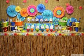tasty and colorful hawaiian theme decorations
