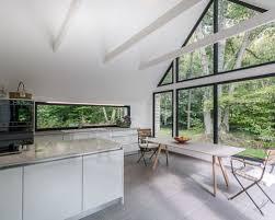 cuisine avec fenetre cuisine avec une crédence en fenêtre photos et idées déco de
