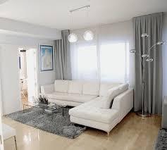 wohnzimmer in grau wei lila gemütliche innenarchitektur wohnzimmer weiß schwarz lila funvit