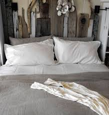 No Headboard Ideas by Best 25 Driftwood Headboard Ideas On Pinterest Reclaimed