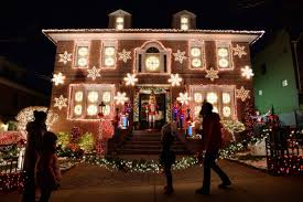 a slice of brooklyn christmas lights tour of dyker heights