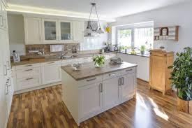 kche mit kochinsel landhausstil bilder und suchen kücheninsel