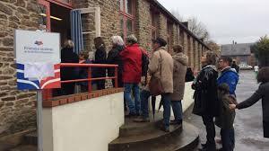 bureau de vote nantes primaire de la droite des files d attente pour voter à nantes
