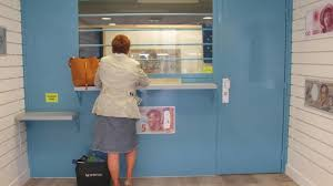 un bureau de change deviser sur les devises avec laurent du bureau de change