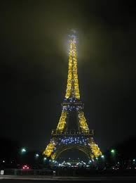 eiffel tower christmas lights i caant believe it by herve christmas lights on the eiffel tower