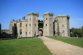 raglan castle wikipedia
