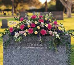 cemetery flower arrangements what flowers should i bring to the cemetery