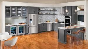 peindre des armoires de cuisine en bois peindre des armoires en bois 6 la cuisine grise et blanche un