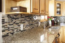 Beautiful Kitchen Backsplash Ideas Hative - Linear tile backsplash