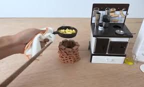 apprendre a faire la cuisine une femme nue pour apprendre aux hommes à faire la cuisine