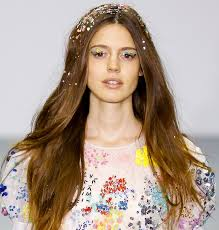 2015 spring hairstyle pictures sequined makeup and hair dazzle at ashish s spring 2016 show beauty