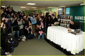 janet jackson u0027true you u0027 barnes u0026 noble book signing photo