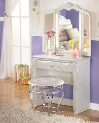 Pearl White Bedroom Set For Girls Zarollina Youth Upholstered Bedroom Set From Ashley B182 63 62