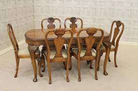 QUEEN ANNE STYLE DINING SET WALNUT DINING TABLE AND MATCHING CHAIRS - Walnut dining room chairs