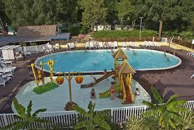 piscine sur pilotis beaulieu sur dordogne huttopia