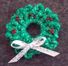 crochet free pattern to make a wreath pin for craft