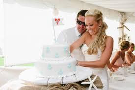 wedding cake cutting wedding cake cutting cic the dawg s dish
