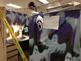 Cubicle Decoration In Office For New Year Theme by Halloween Theme Cubicle Decorating Cubicle Decorating