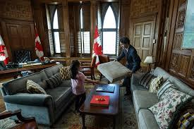 bureau du premier ministre le premier ministre du canada construit avec cette fille un fort des