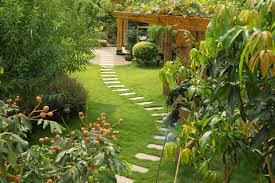 Backyard Walkway Designs - incredible backyard walkway ideas 17 garden ideas on a budget with