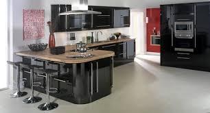 cuisine grise plan de travail noir cuisine grise et finest cuisine cuisine et grise avec