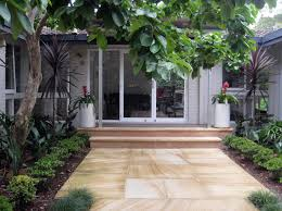 wonderfull garden design front of house with best front entrance