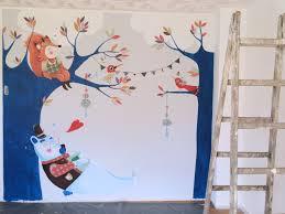 fresque chambre b fresque murale chambre d enfants un ours fait une sieste à l