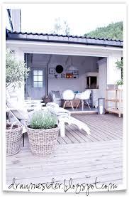 draumesidene kveld på terrassen og i hagestova indoor