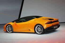 Lamborghini Huracan Back - lamborghini huracan spyder hits 201 mph with the top down
