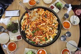 koreanische küche chuncheon dalkgalbi scharf mariniertes hühnchenfleisch mit