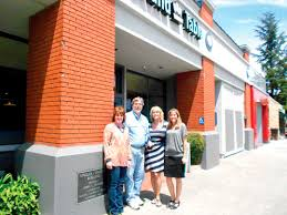 Round Table Pizza Healdsburg Familiar Sebastopol Restaurant U0027goes Local U0027 News Sonomawest Com