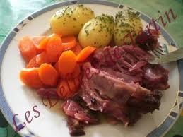 cuisiner jarret de porc jarret de porc fumé à l étouffée les délices de tartin