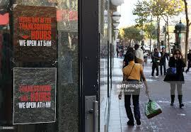photos et images de retailers prepare for start of