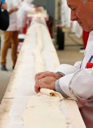Feet In A Meter Guinness Declares The Longest Baguette At 400 Feet In Italy The