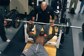 Crazy Bench Press College Football Weightlifting Stats Compared To Average Gym Guy