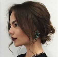 sarah hyland u0027 low messy updo hairstyle 2015 with loose curls