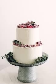 cranberry topped wedding cake image via 100 layer cake winter