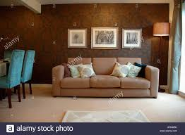 Livingroom Wallpaper Modern Apartment Livingroom With Patterned Brown Wallpaper And