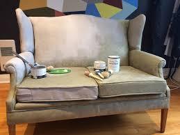repeindre canapé comment peindre un vieux fauteuil déconome