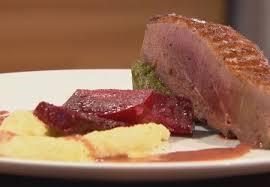 cuisiner magret de canard poele recette magret de canard poêlé sauce porto canneberges et flans d