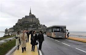 Le Mont Saint-Michel en maringotte Images?q=tbn:ANd9GcSxx7eGmIepKPo29-8uakJ3pVhR6NekjE0imnWb7HVx-JK-HbNX