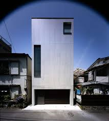 2 courts house is built on a typical central tokyo site u2013 small