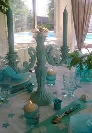 Table Decorations With Feathers Table Decoration With Flowers And Feathers In White And Turquoise