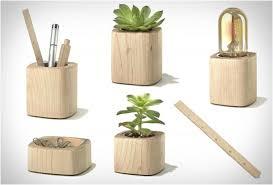 accessoire de bureau design objets design bureau accessoire bois pot plante reglet